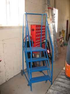 Escalier sur roulette marchandise quipements commerciaux industriels - Escalier sur roulette ...